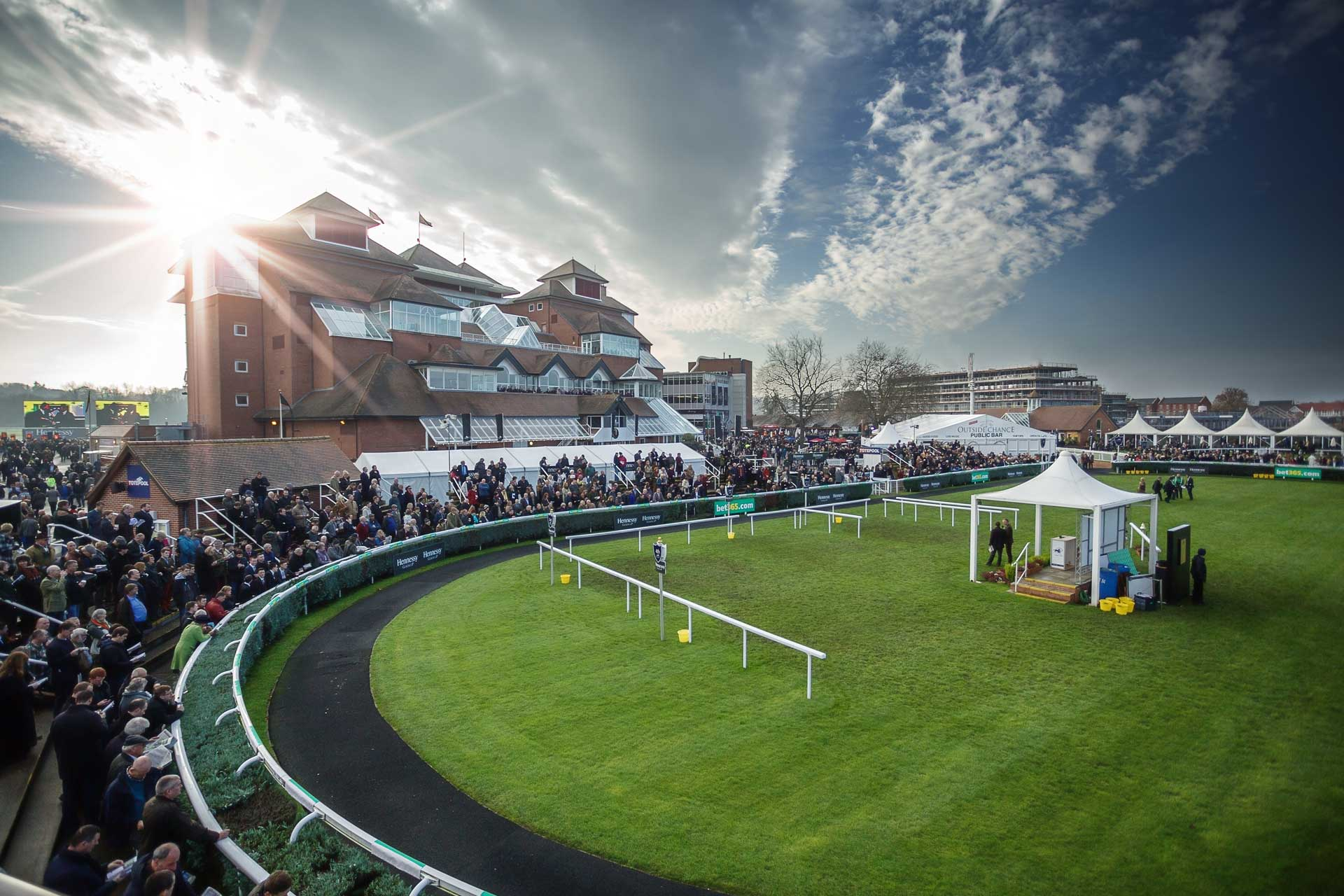 The-Lodge-Newbury-Racecoure-03